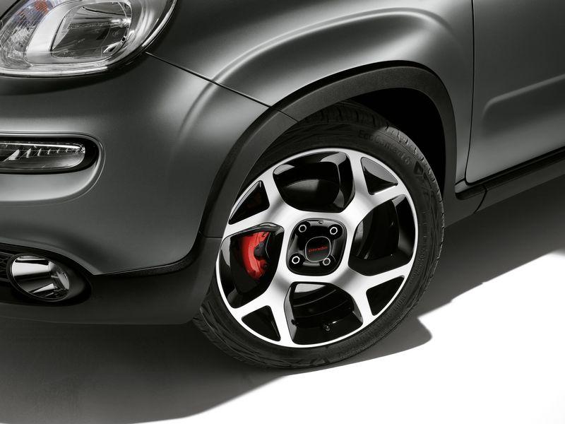 "Cerchi in lega da 16"", pinze dei freni rosse nuova Fiat Panda Sport"