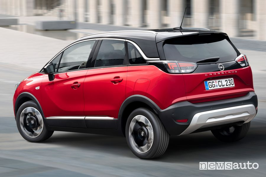 Vista posteriore nuovo Opel Crossland GS Line