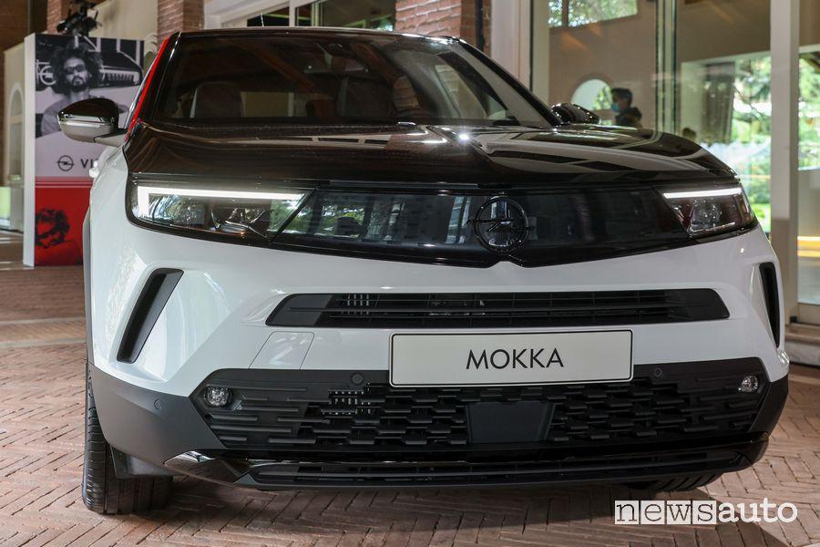 Frontale, Opel Vizor, fari Intellilux Matrix e paraurti anteriore nuova Opel Mokka