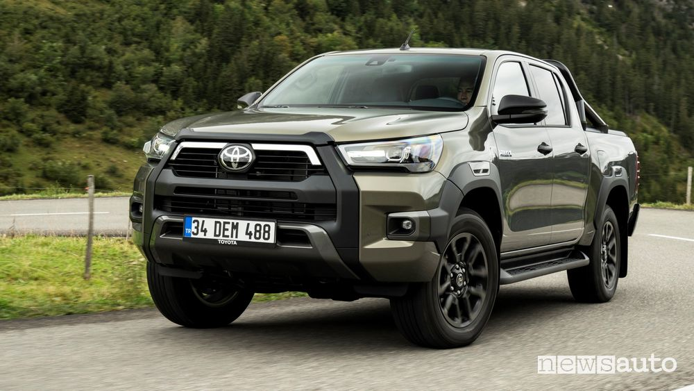 Prova su strada Toyota Hilux Invincibile