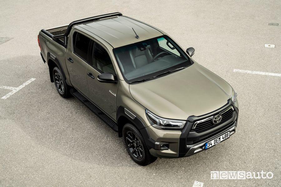 Toyota Hilux Invincibile, cassone doppia cabina vista cofano anteriore paraurti e nuovi fari