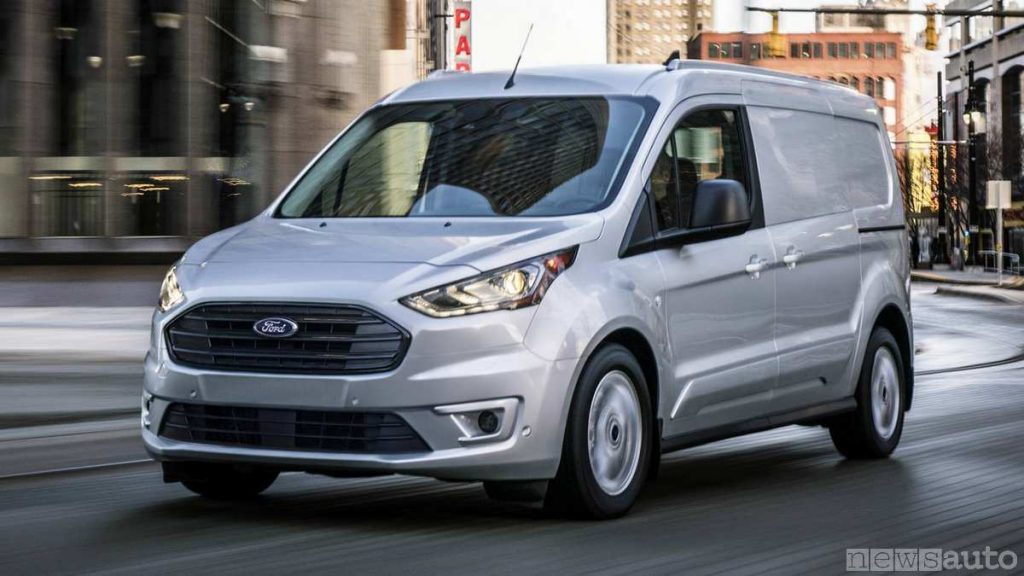 Per guidare un furgone da 1 tonnellata è sufficiente la patente B (Ford Transit Connect)