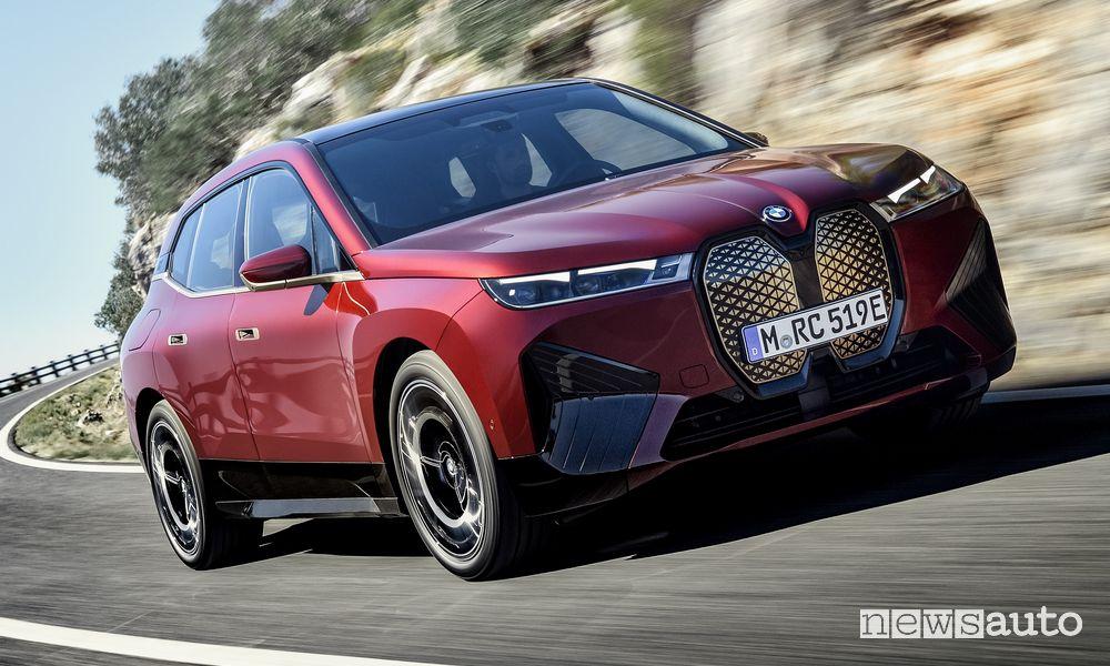 BMW iX, anteprima, caratteristiche e autonomia del SUV elettrico