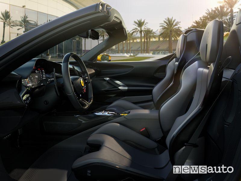 Sedili anteriori abitacolo Ferrari SF90 Spider