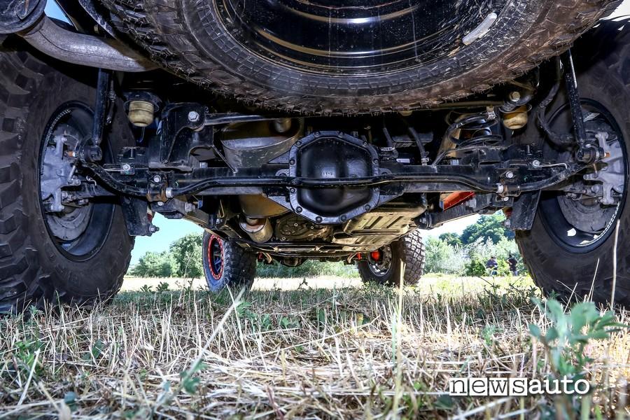 Dettagli ponte posteriore e sospensioni del Jeep Rubicon Gladiator JT