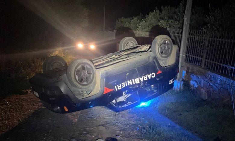 Patente ritirata, con la ruspa contro la Jeep dei Carabinieri