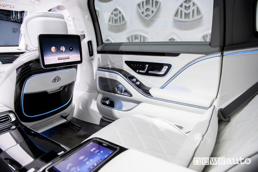 Schermi infotainment sedili posteriori abitacolo Mercedes-Maybach Classe S