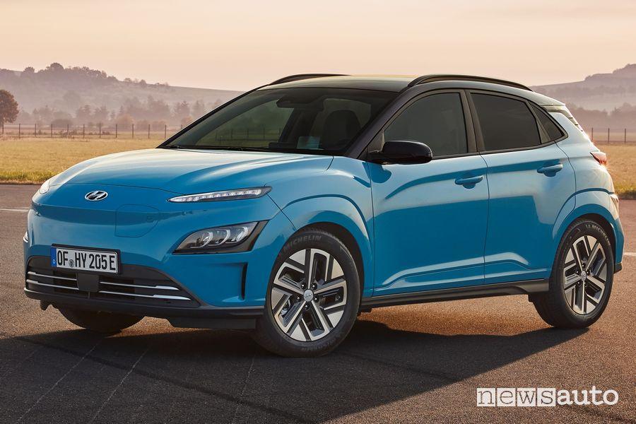 Vista di profilo nuova Hyundai Kona Electric