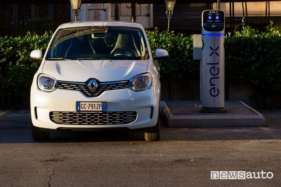 Ricarica da un colonnina Enel X Renault Twingo Electric