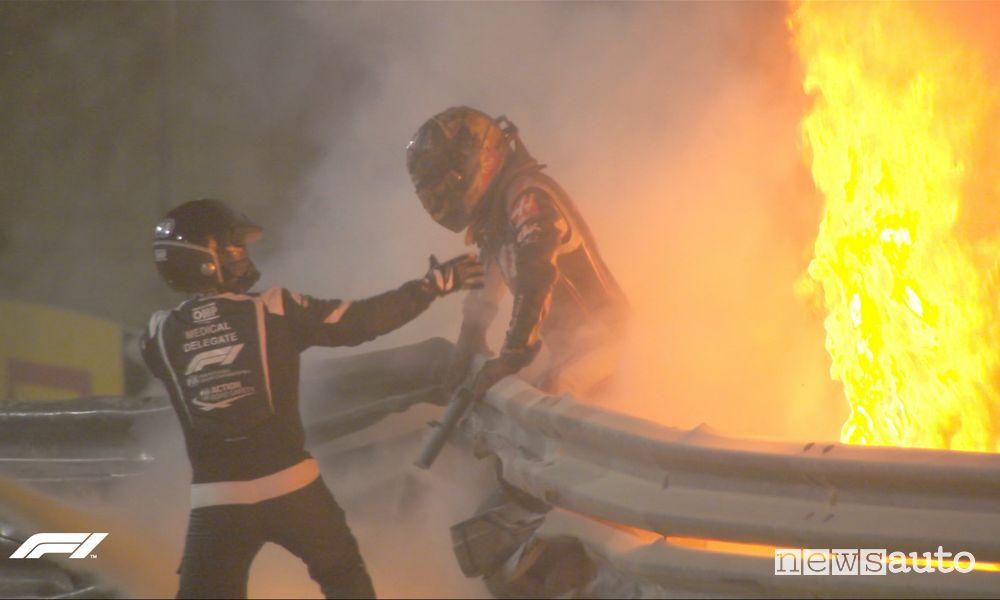 Incidente Grosjean nel Gp del Bahrain, monoposto in fiamme