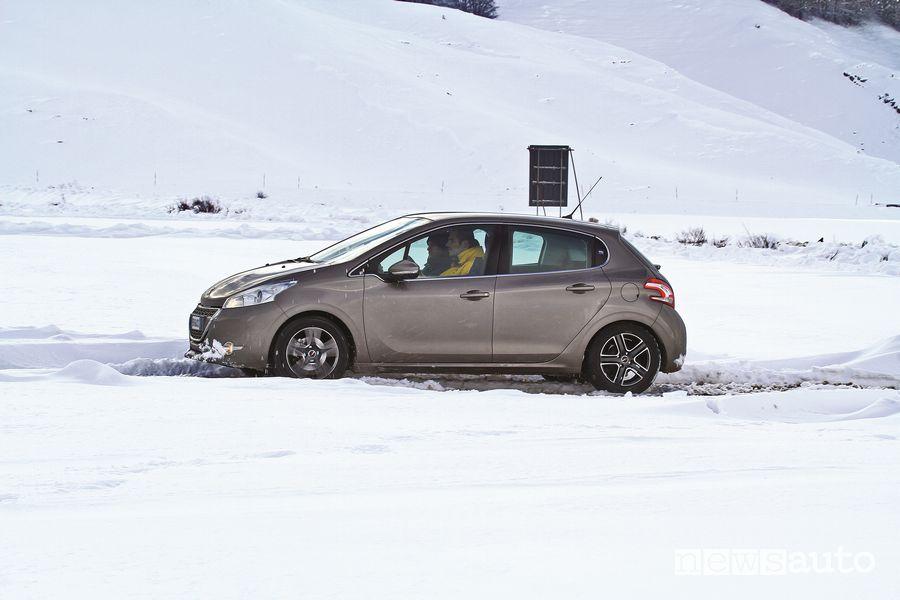 Test gomme invernali/estivi GT Radial sul ghiaccio