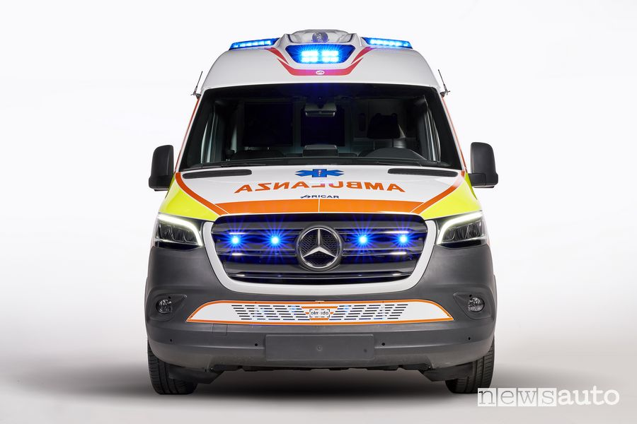 Sirene accese ambulanza Mercedes-Benz Sprinter Olmedo