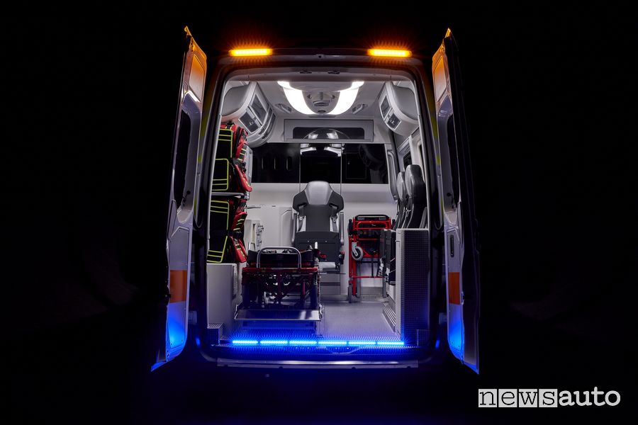 Abitacolo, spazio interno ambulanza Mercedes-Benz Sprinter Olmedo