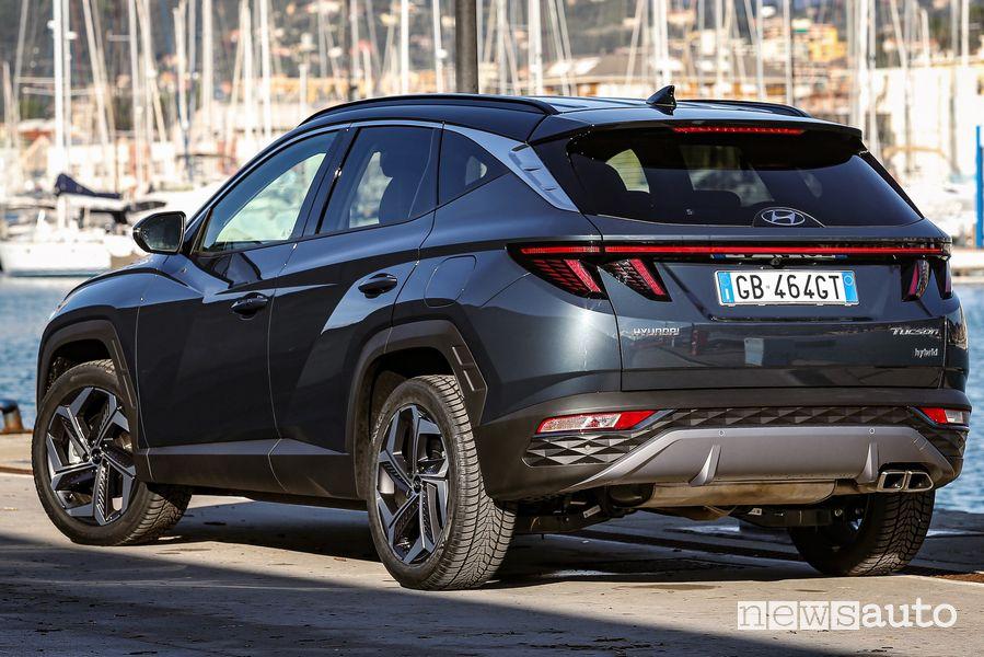 Vista posteriore nuova Hyundai Tucson Hybrid