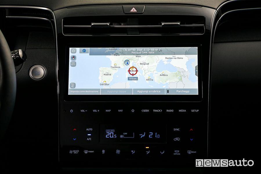 Navigatore touchscreen abitacolo nuova Hyundai Tucson Hybrid