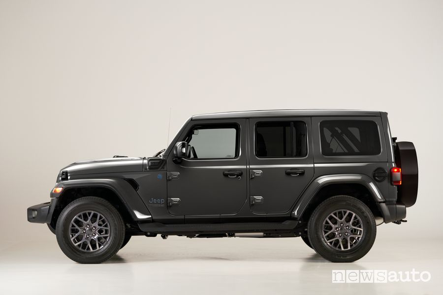 Vista laterale Jeep Wrangler 4xe First Edition
