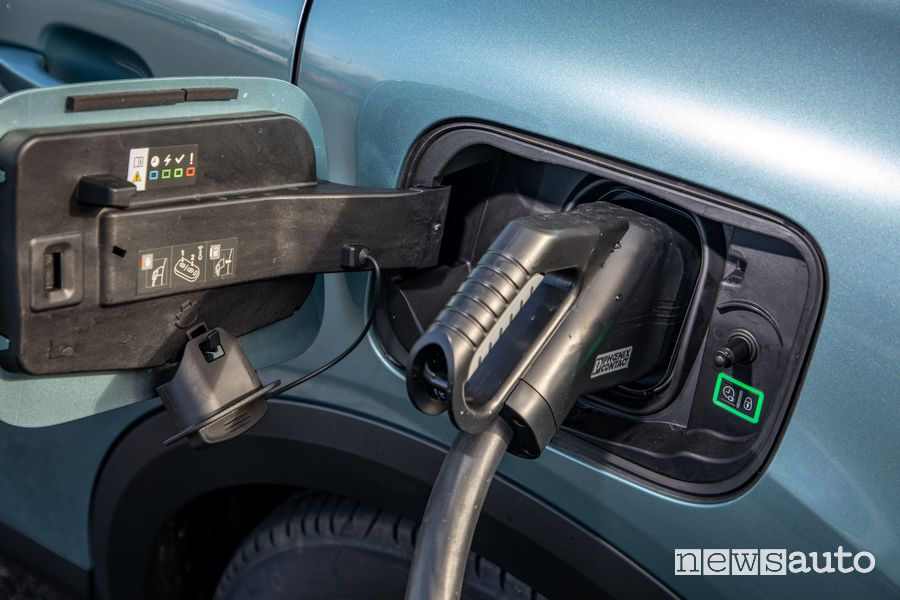 Presa rapida DC Citroën ë-C4 elettrica