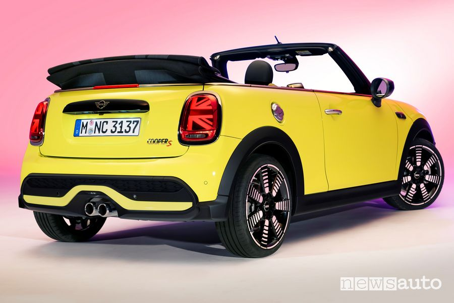 Vista posteriore nuova Mini Cabrio 2021