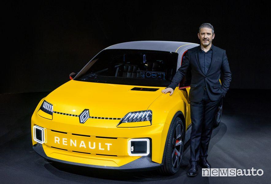 Gilles Vidal designer Renault insieme alla Renault 5 Prototype