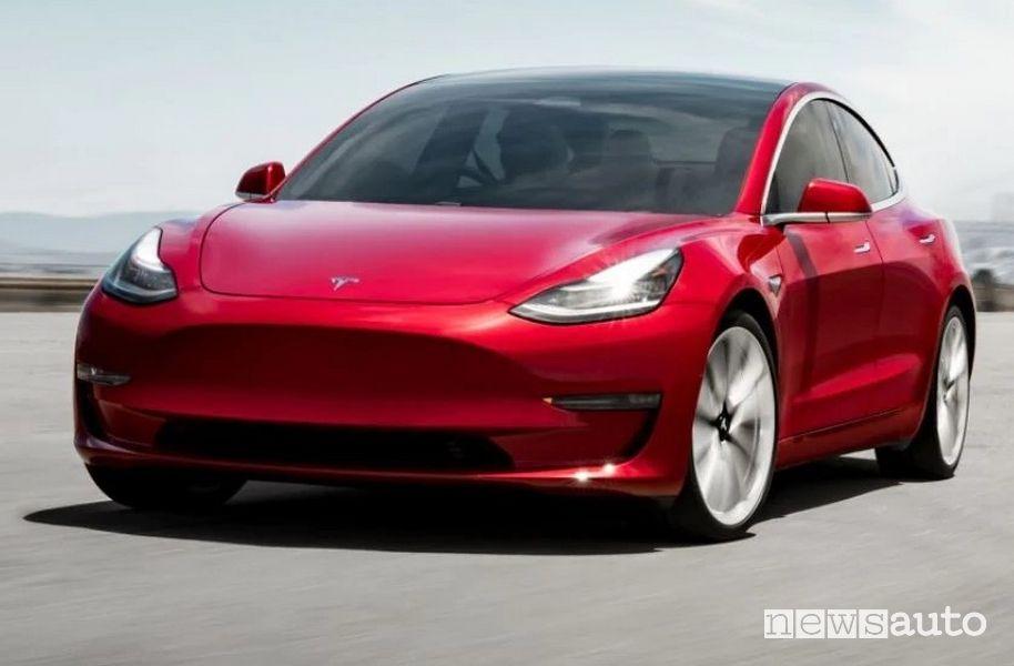 Tesla Model 3 è l'auto elettrica più venduta in Italia a marzo 2021
