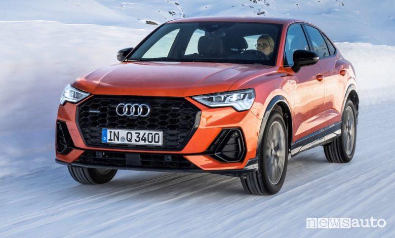 Vista di profilo Audi Q3 Sportback sulla neve