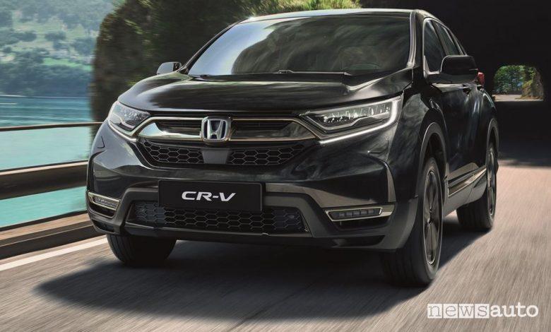 Vista anteriore Honda CR-V e:HEV Sport Line su strada