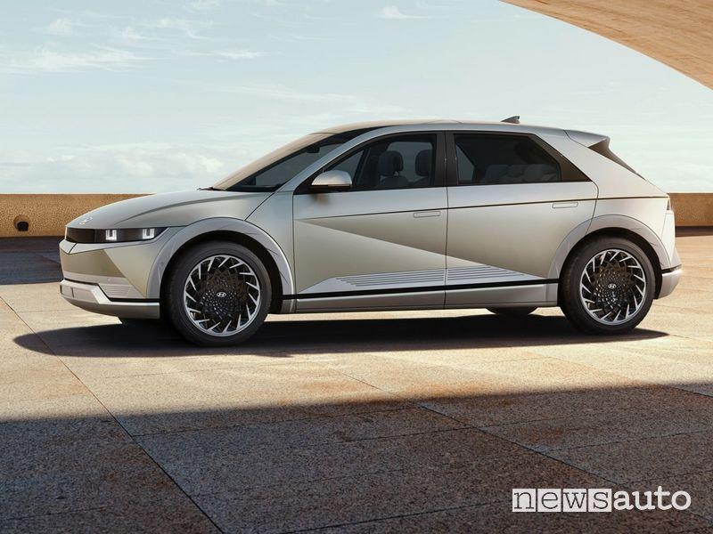 Vista laterale nuova Hyundai Ioniq 5