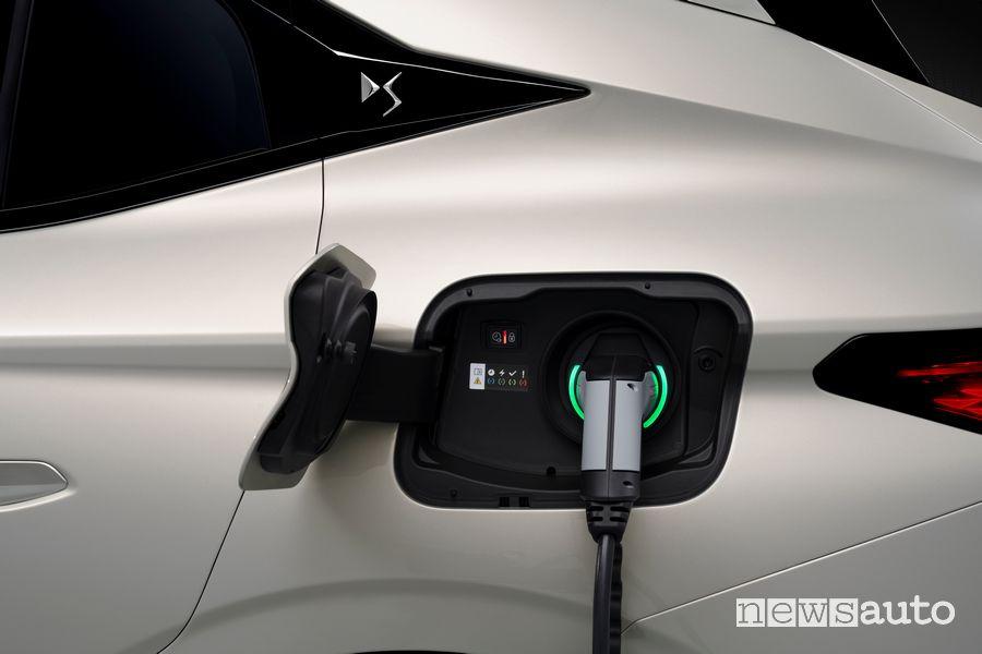 Nuovo DS 4 E-Tense plug-in in ricarica