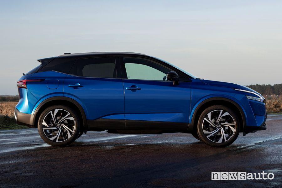 Vista laterale nuovo Nissan Qashqai