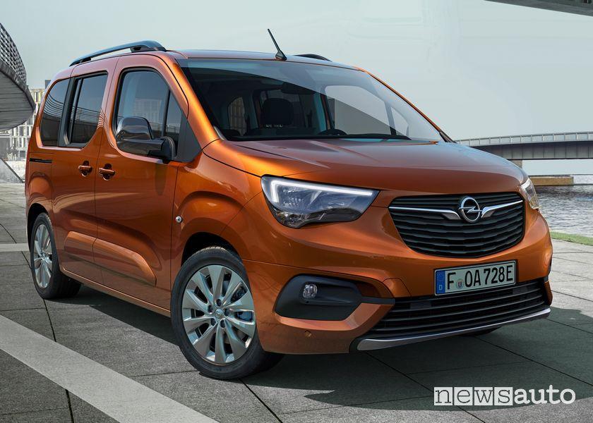 Vista di profilo Opel Combo-e Life