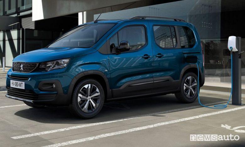 Peugeot e-Rifter elettrico in ricarica