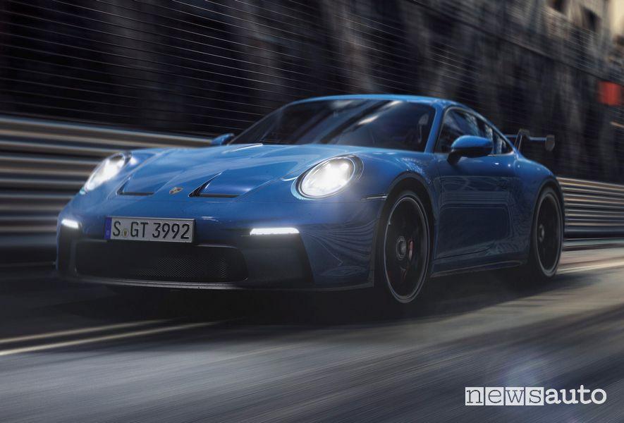 Vista di profilo nuova Porsche 911 GT3 in pista