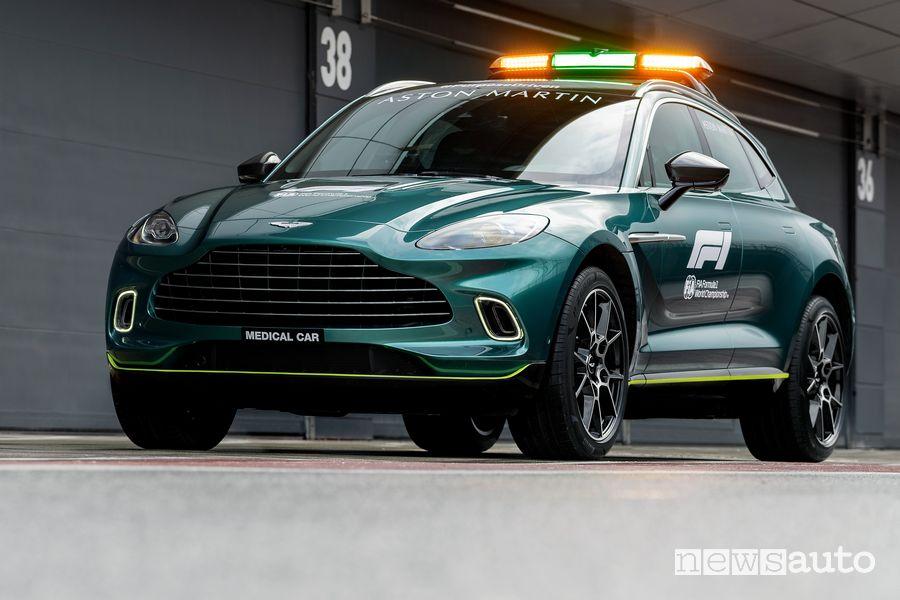 Vista di profilo Aston Martin DBX medical car F1