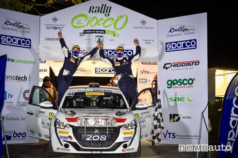 Andrea e Giuseppe Nucita festeggiano la vittoria al Rally il Ciocco 2021