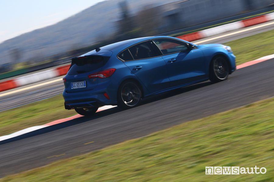 Inserimento in curva Ford Focus ST in pista