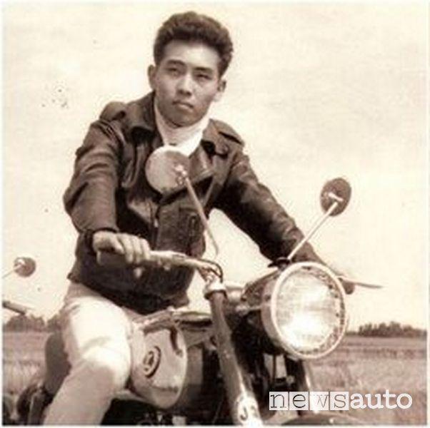 Hideyuki Miyakawa su una moto, foto storica