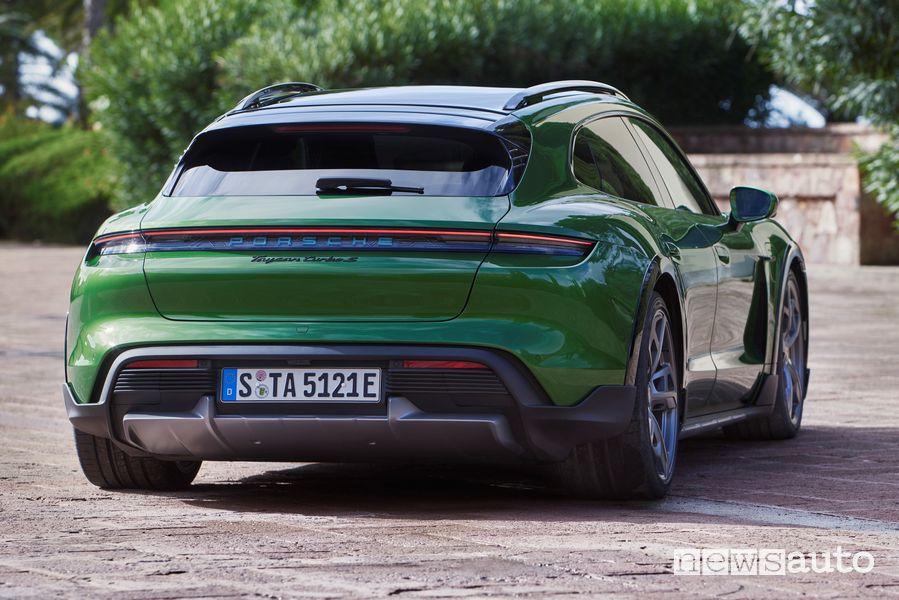 Vista posteriore Porsche Taycan Cross Turismo