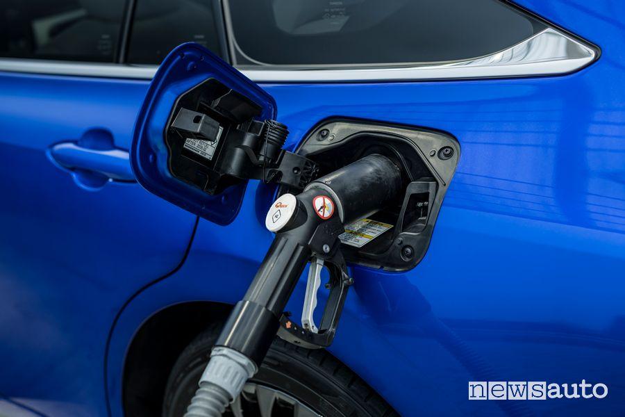 Rifornimento di idrogeno nuova Toyota Mirai