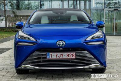 Frontale nuova Toyota Mirai ad idrogeno