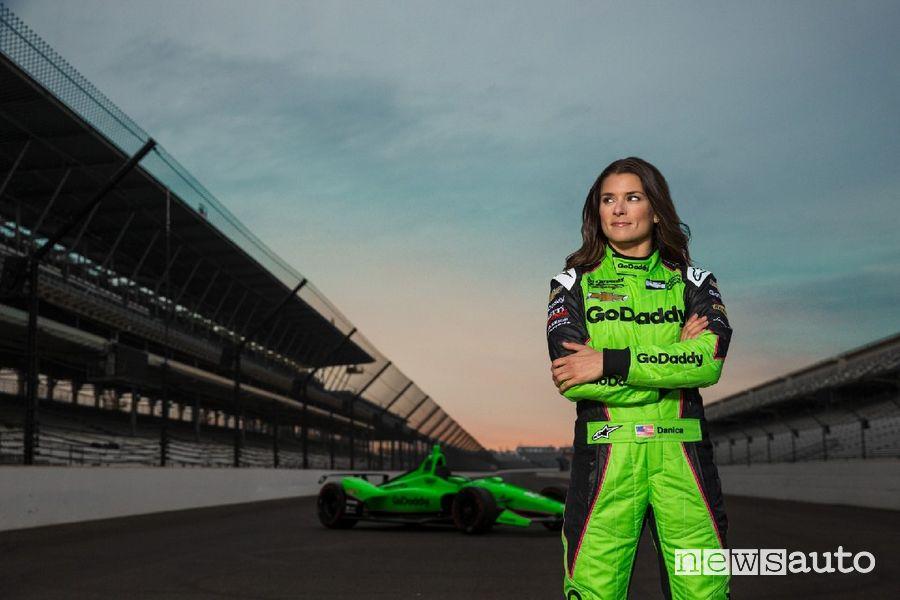 Danica Patrick la donna pilota di auto da corsa