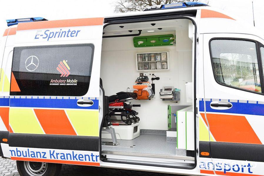 Porta laterale scorrevole ambulanza elettrica Mercedes eSprinter