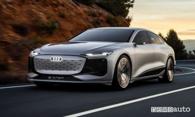 Vista di profilo Audi A6 e-tron concept in movimento