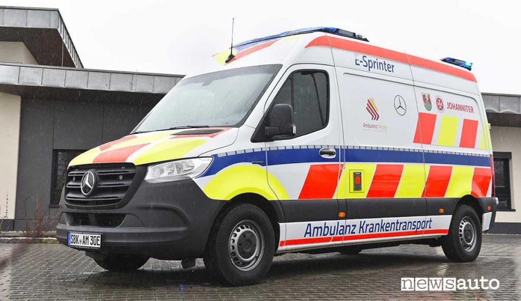 Ambulanza elettrica con il Mercedes-Benz eSprinter furgone elettrico in allestimento ambulanza