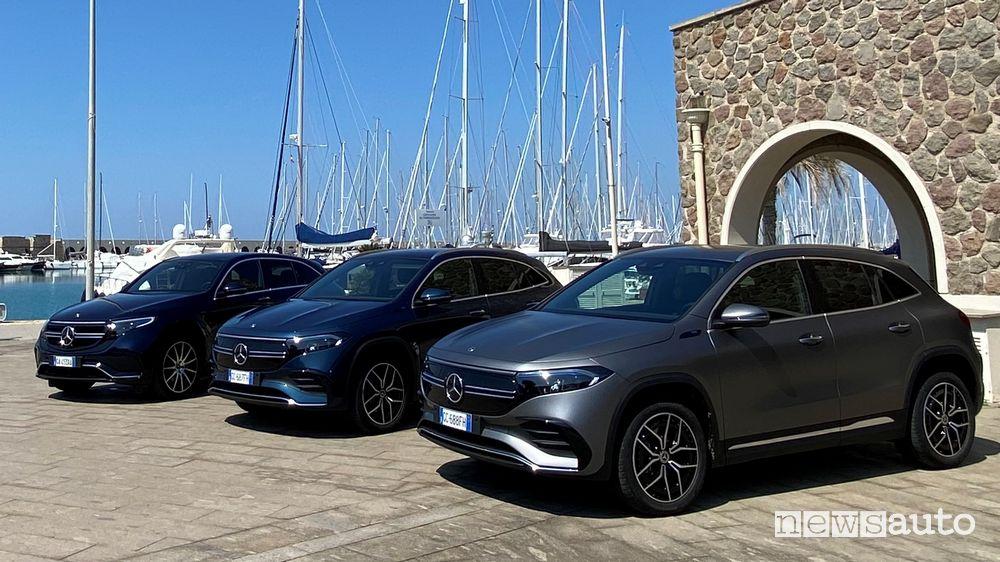 Nuova Mercedes-Benz EQA elettrica di fianco alla EQC un SUV di segmento superiore