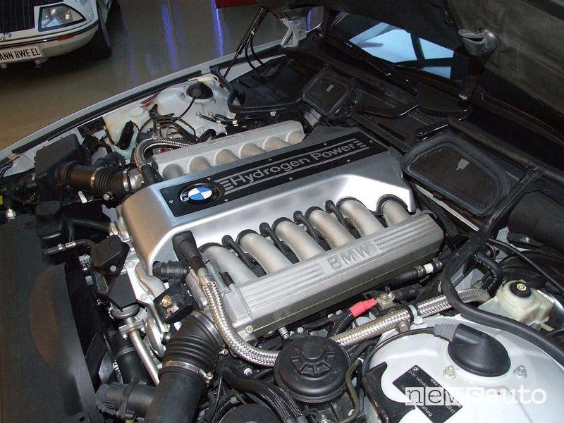 Il motore a idrogeno da 12 cilindri della BMW Hydrogen 7