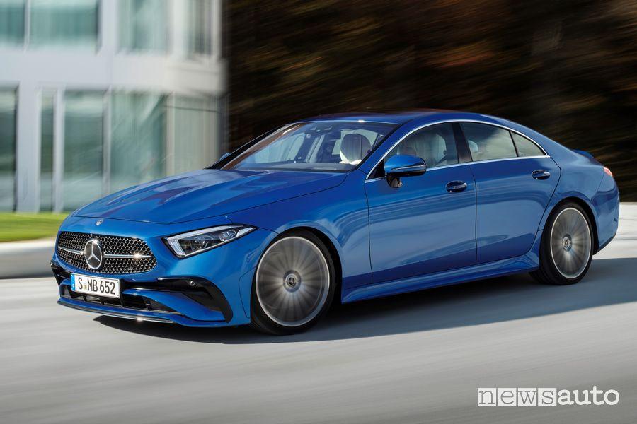 Vista di profilo Mercedes-Benz CLS Coupé su strada