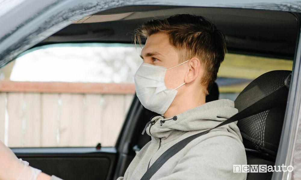 """A bordo delle Renault Zoe del car sharing """"Corrente"""" è obbligatoria la mascherina"""