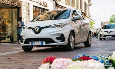 Renault Zoe del car sharing elettrico Mobilize nel centro di Bergamo