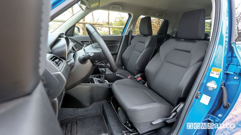 Sedili anteriori abitacolo Suzuki Swift Hybrid AllGrip