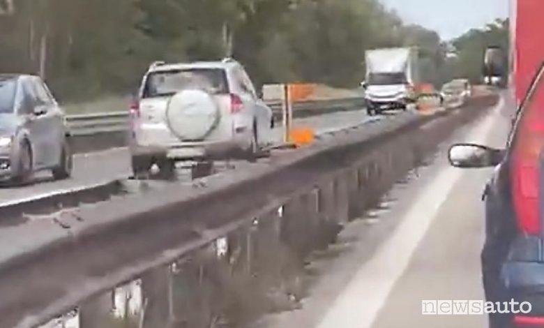 Incidente SUV contromano, impatto frontale sulla superstrada nelle Marche
